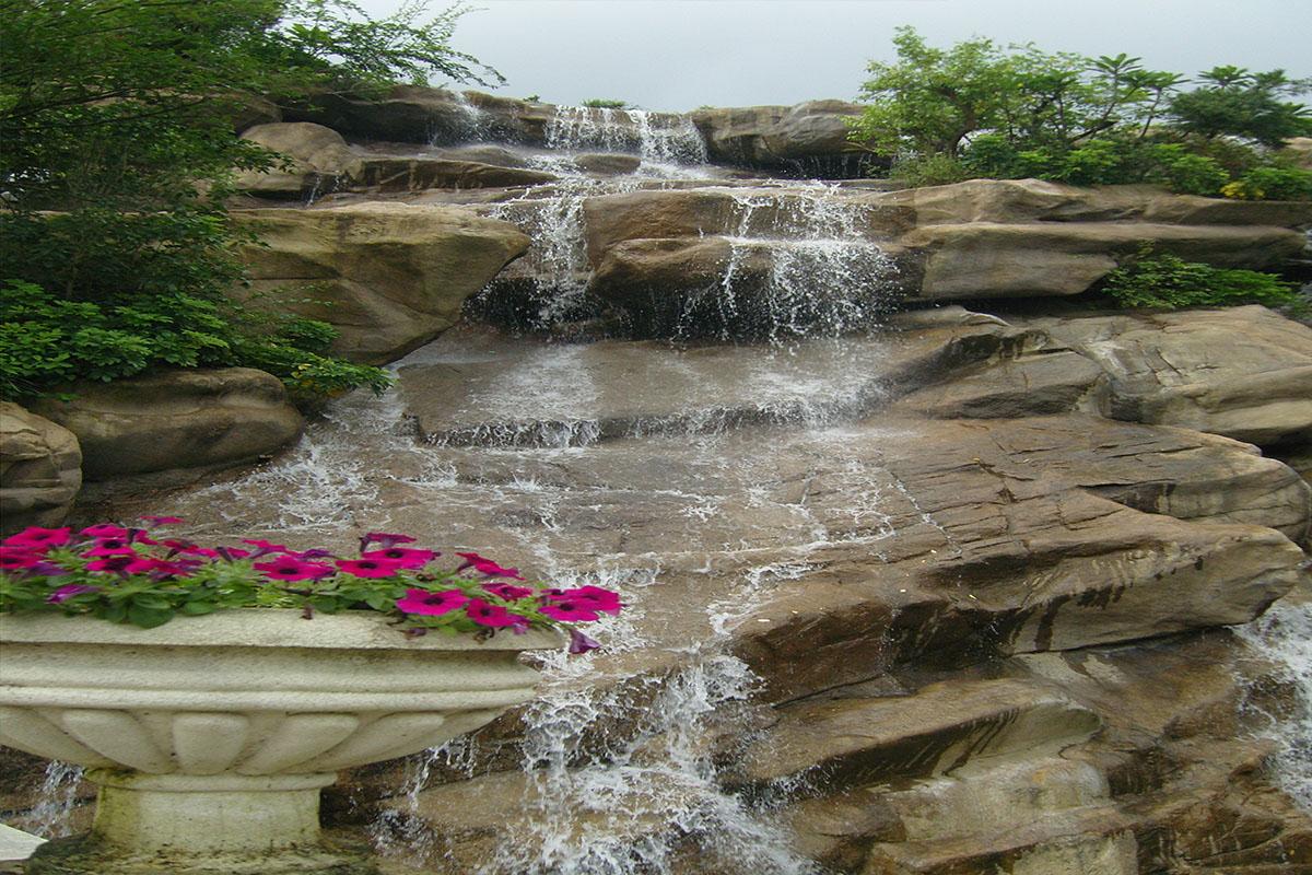 假山瀑布细水长流