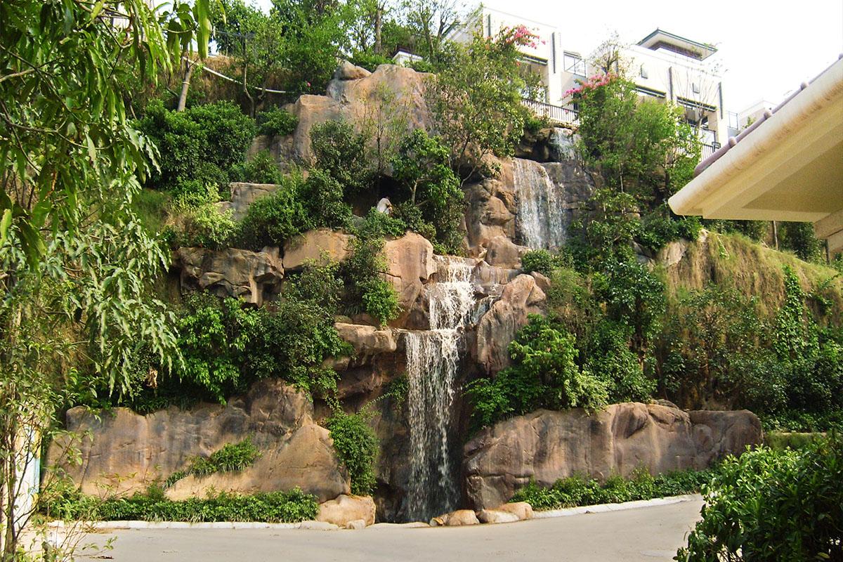 深圳紫麟山花园假山瀑布景观