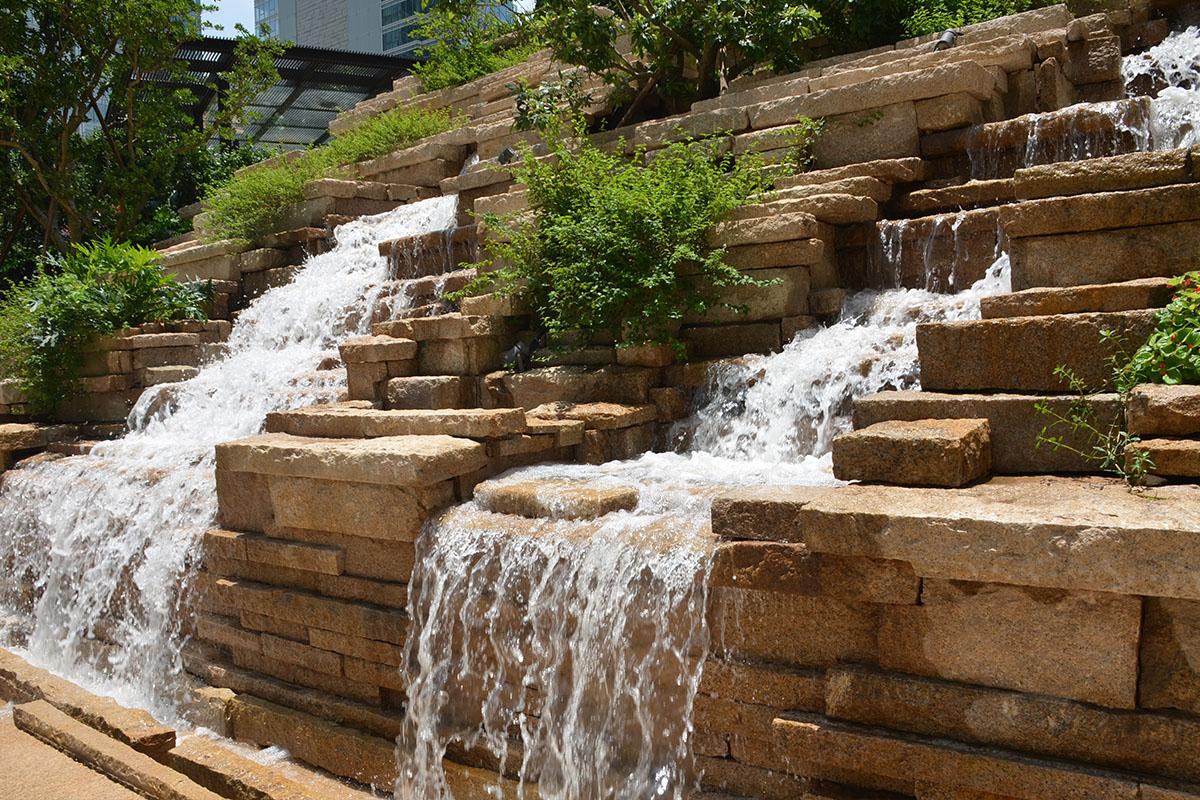 假山瀑布  假山流水制作