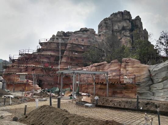 迪士尼假山工程施工现场